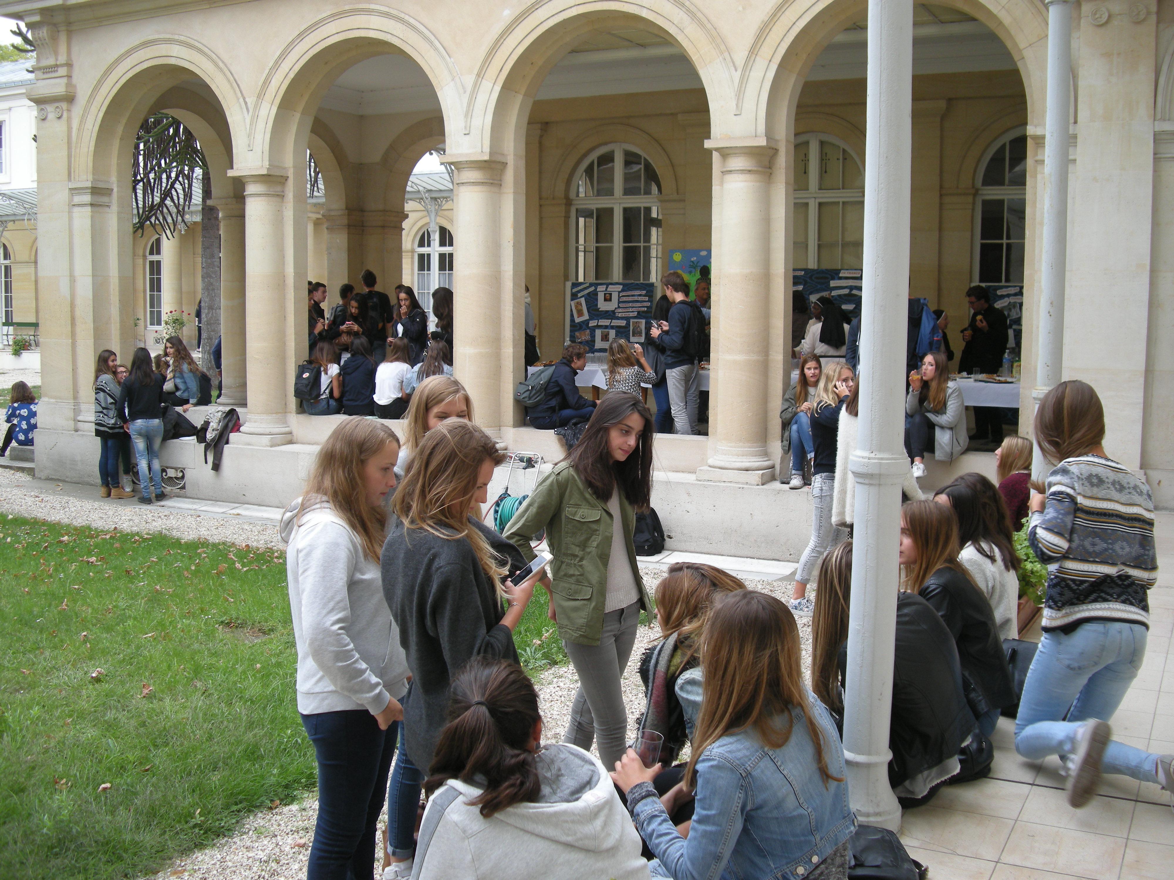 rencontre gay dijon à Saint Germain en Laye
