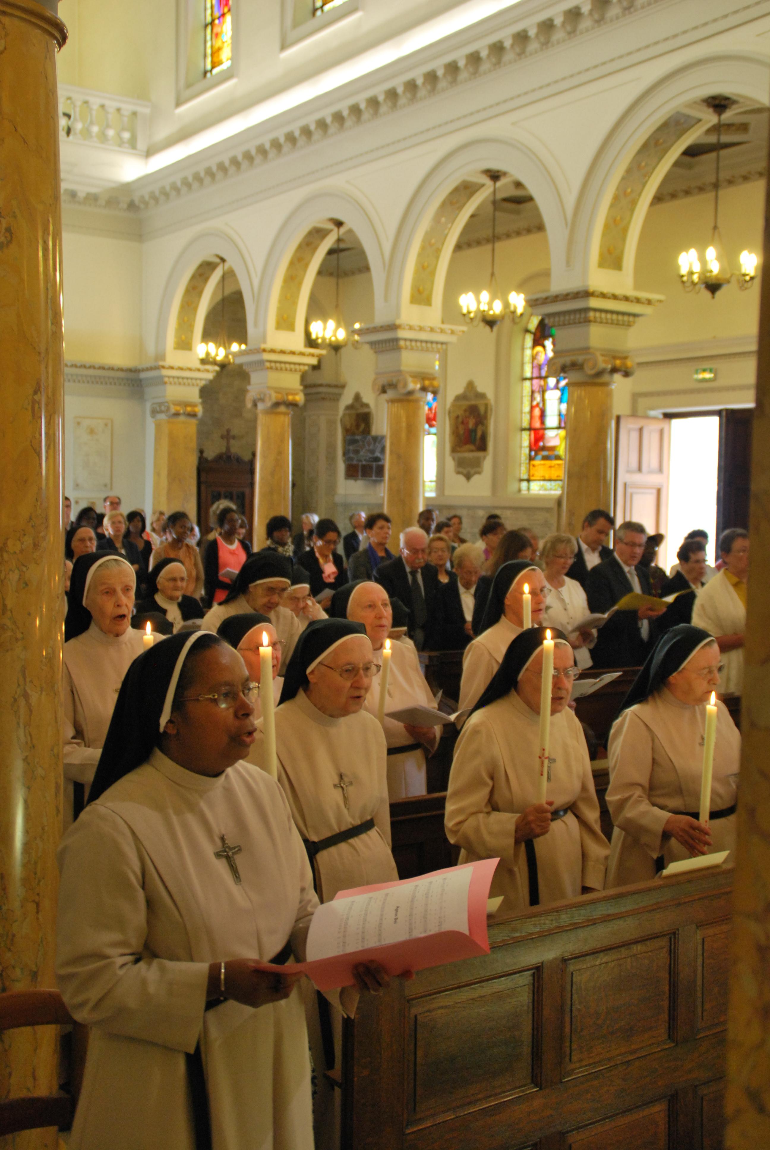 Nos Soeurs assistent quotidiennement à la Messe