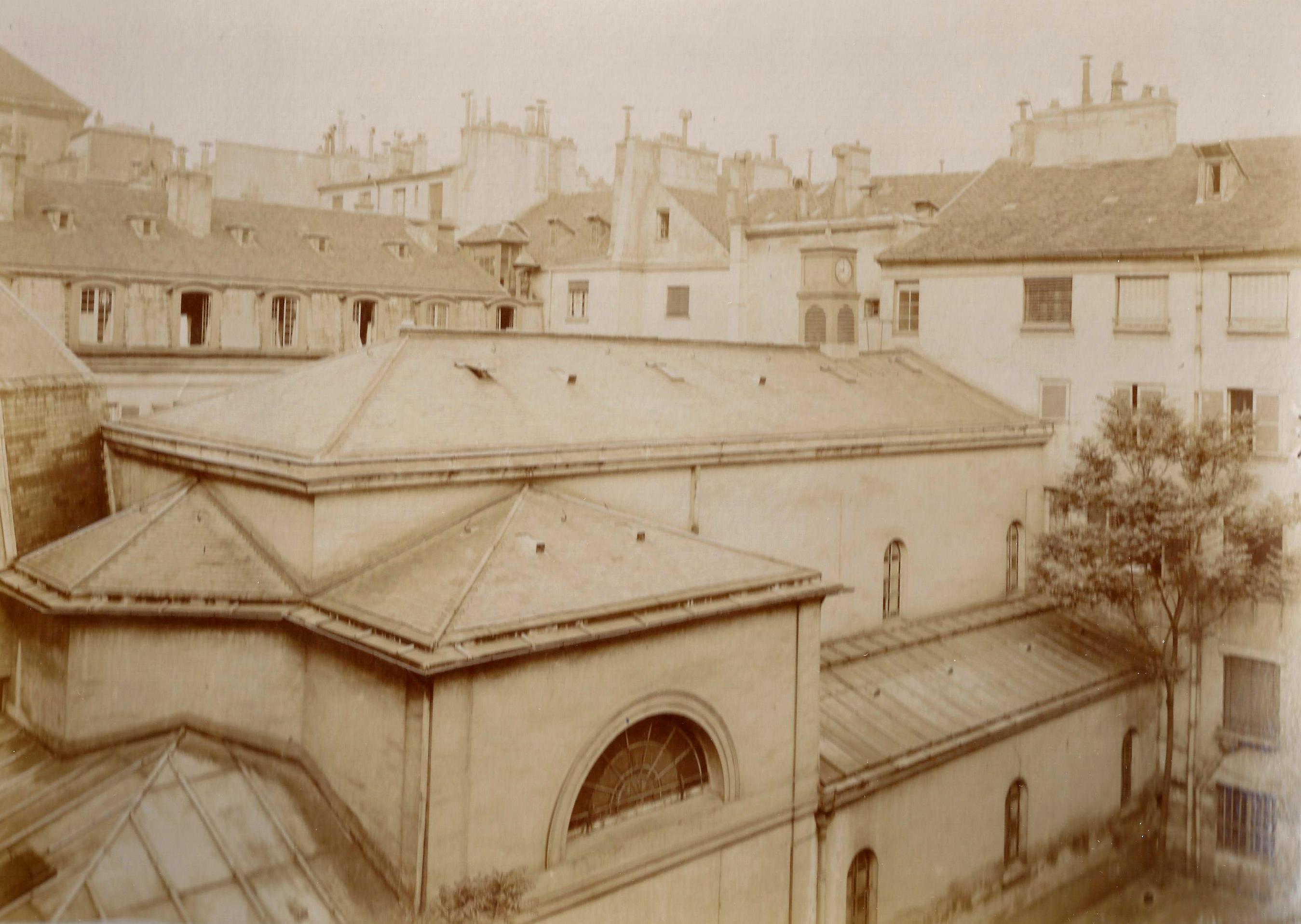 Extérieur de la chapelle, vu depuis la cour du n°25