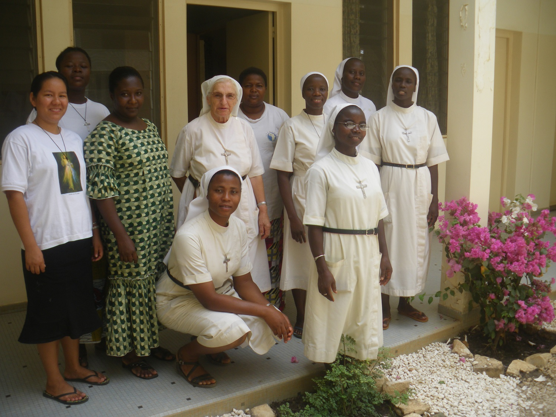 Ensemble : les Soeurs, novices et postulantes