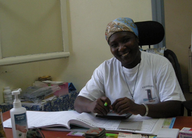 Infirmière recevant en consultation au dispensaire