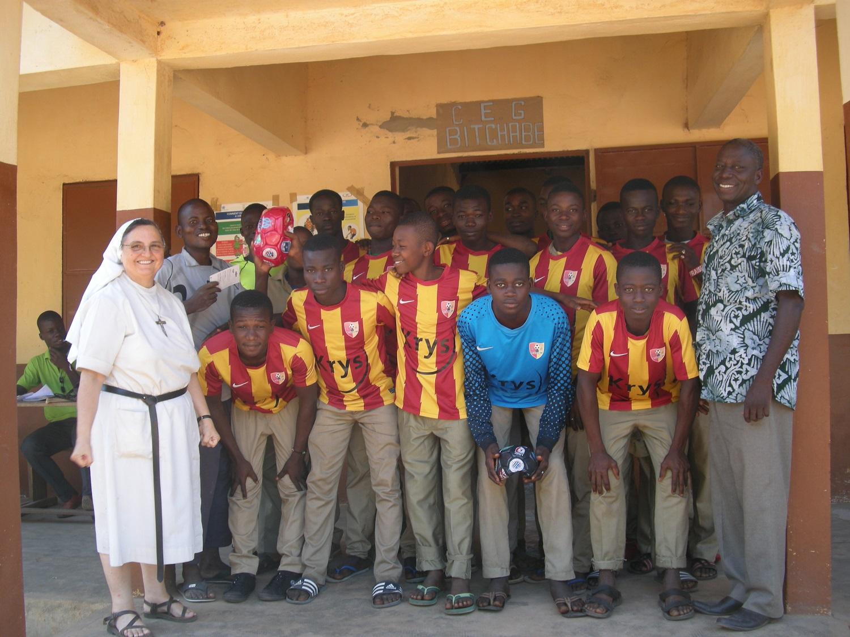Avec l'équipe de football du collège
