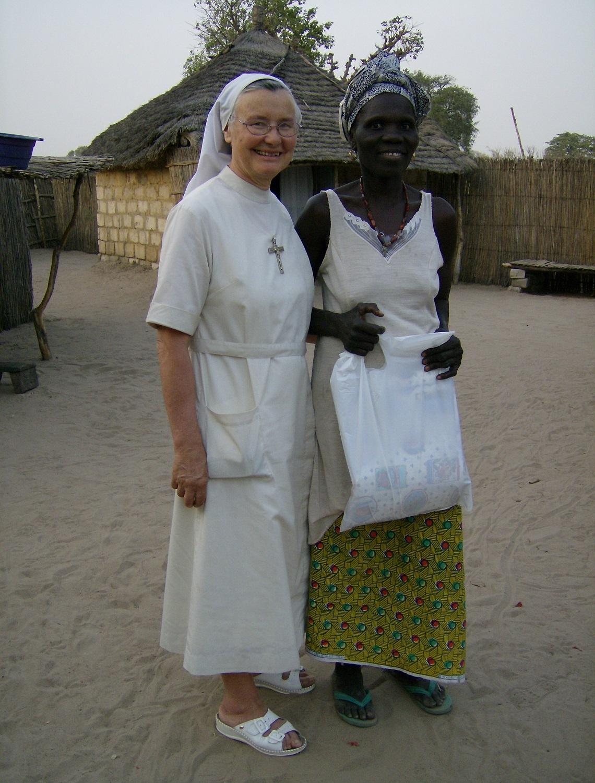 Avec une habitante du village