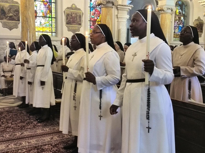 Les futures professes, durant la messe