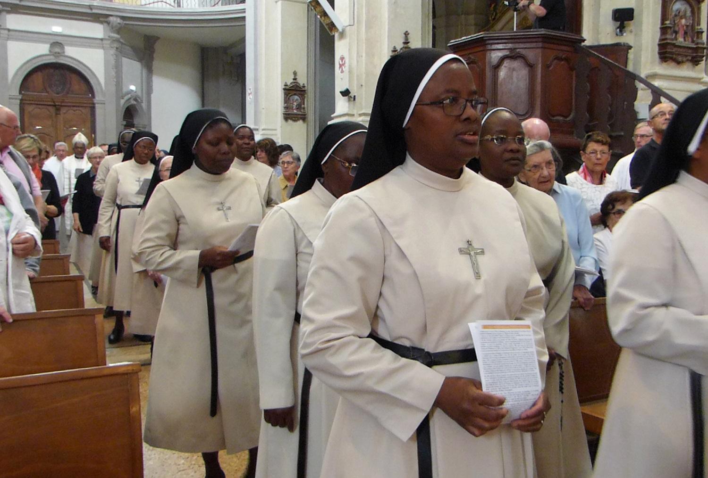 Procession des Soeurs au début de la messe