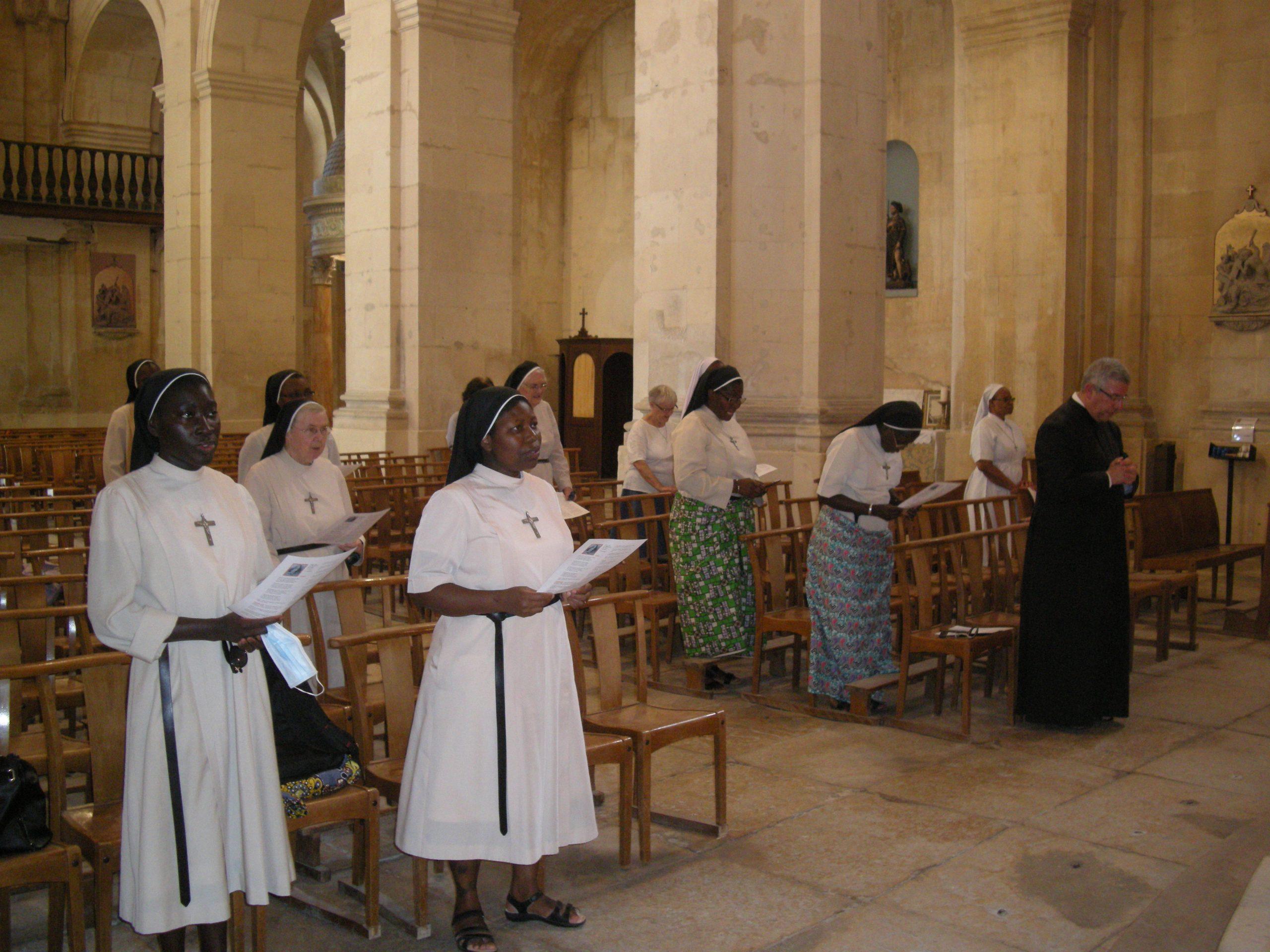 Chant des Vêpres dans l'Église Saint Jacques