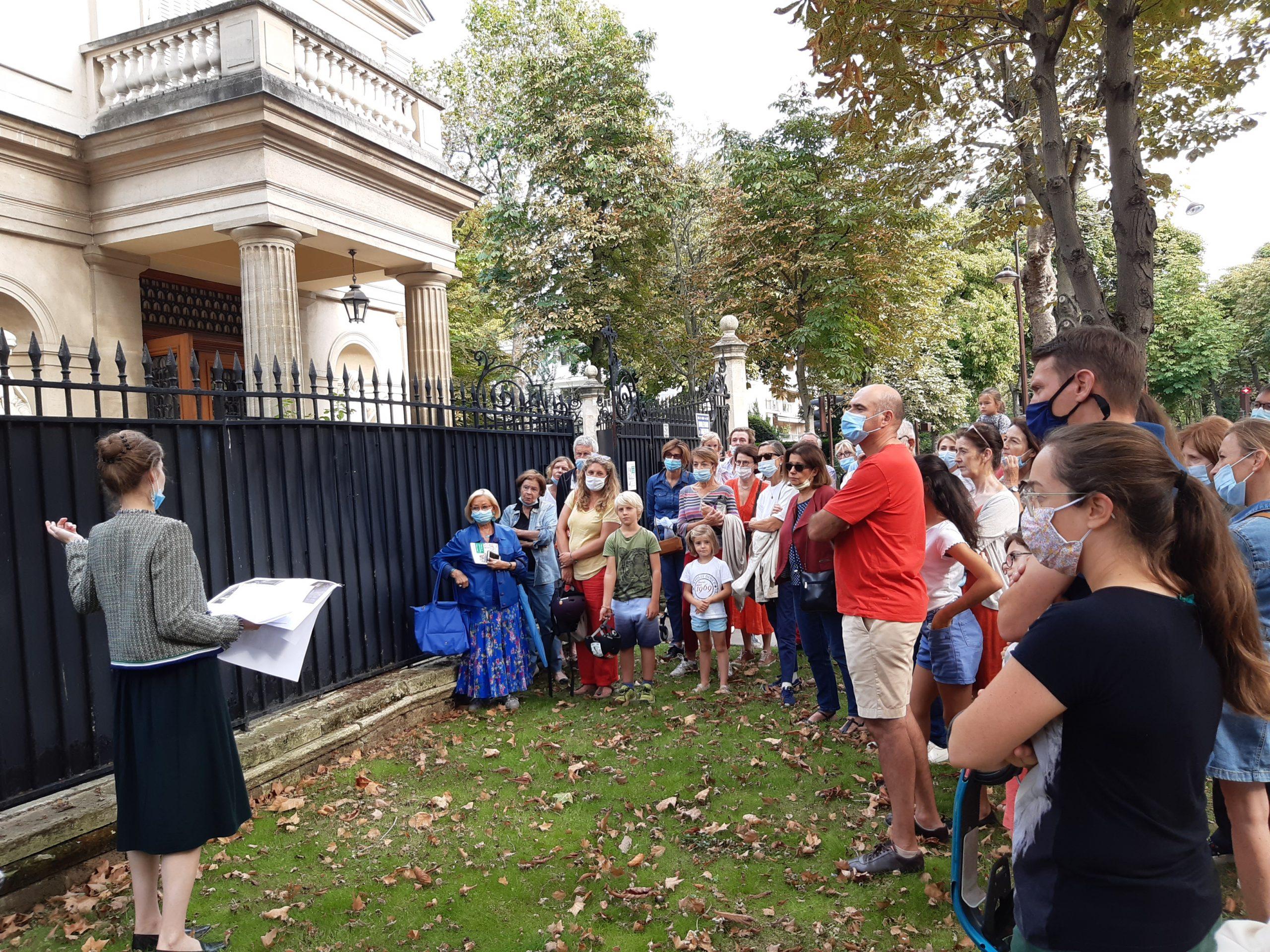 Sur le boulevard d'Argenson, devant le Pavillon de Madame Adélaïde